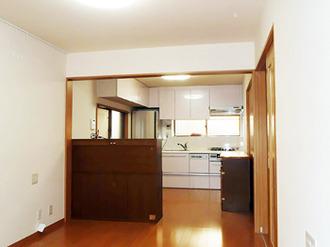 家族が集う空間が、より快適になるよう、リビングダイニングの内装を直し、キッチンを入れかえ、床下断熱も施しました。