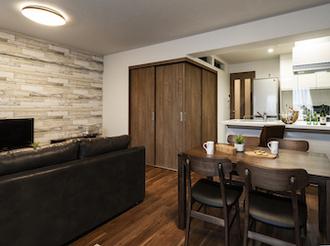 お気に入りのデザインに囲まれながら楽しく暮らす。開放感が生まれた快適空間。