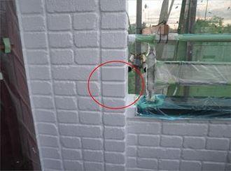 外壁の爆裂部を修復し、防水塗装を提案しました。