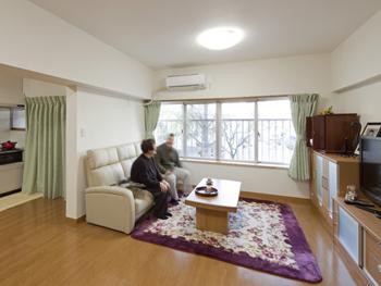 セカンドライフを悠々自適に過ごす開放的なLDKにリフォーム 寝室には珪藻土を使い、ぐっすり眠れる癒しの空間へ