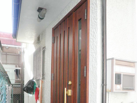 ドアの交換だけではなく、内部収納移動の提案で使い勝手が向上したことを喜んでいただきました。